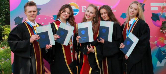 Выпускникам медицинского института БФУ им. И. Канта вручили дипломы об окончании ВУЗа